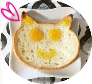 色ネコ食パン