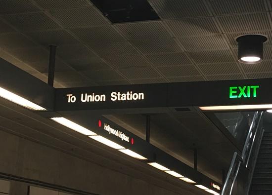 地下鉄ユニオンステーション行きの表示