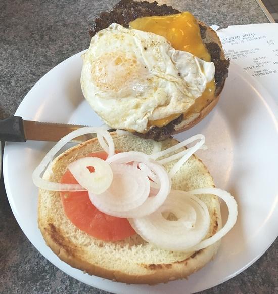 クローバーグリルのハンバーガー