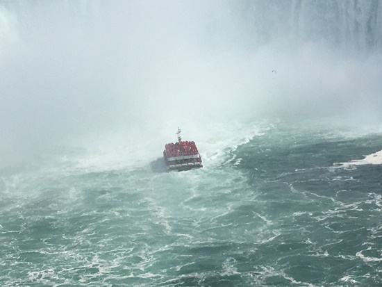 ナイアガラの滝の遊覧船